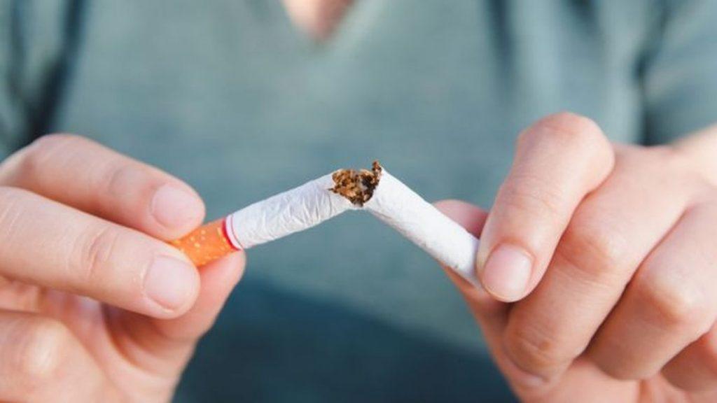quebrando cigarro